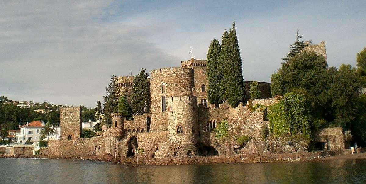 chateau-de-la-napoule-from-mediterranean-image-02
